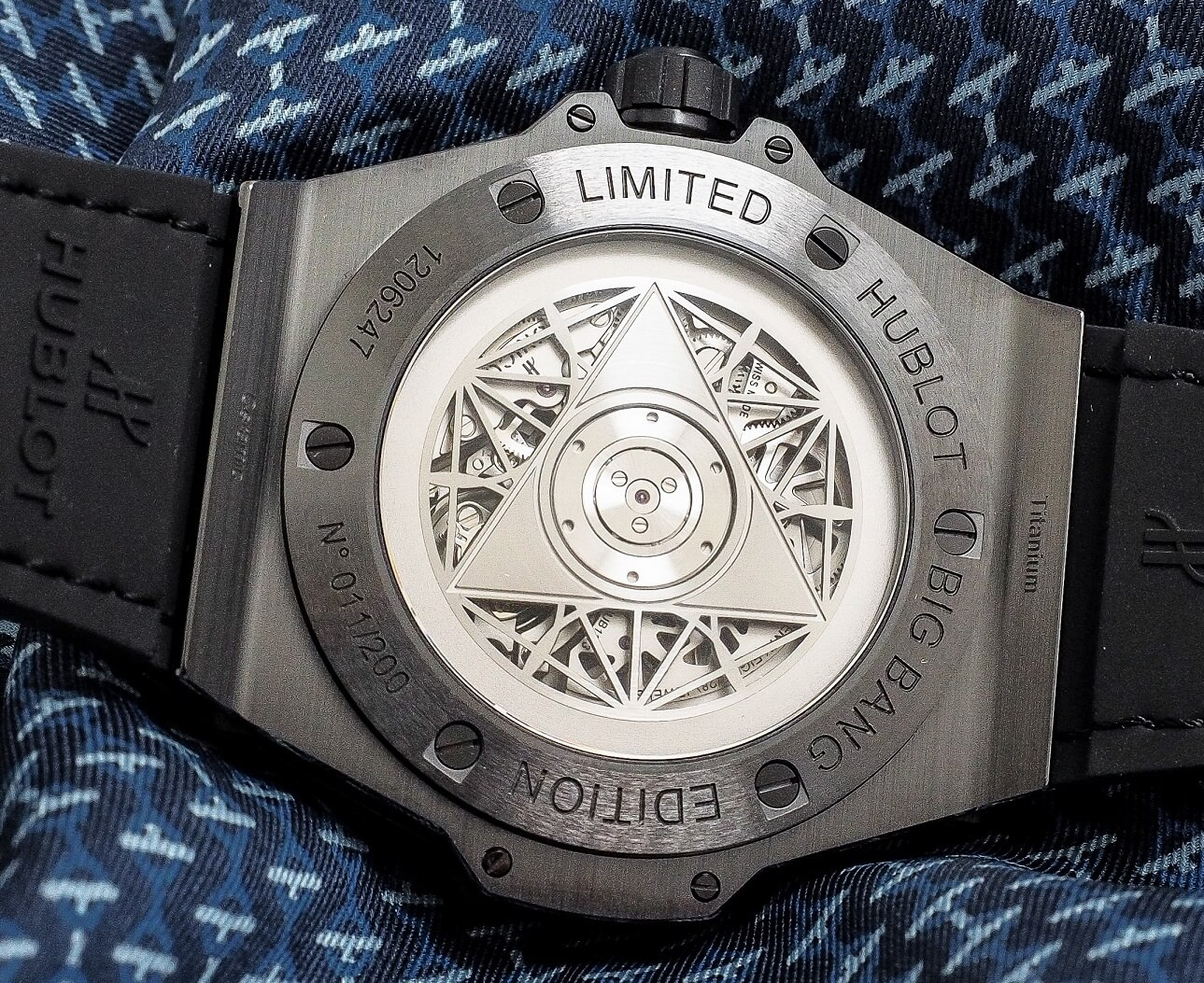 Hublot Big Bang Sang Bleu 415.CX.1114.VR.MXM17 Manual winding Ceramic Case Leather bracelet Men's watch/Unisex Leather bracelet Luminescent Hands Power Reserve Display case back