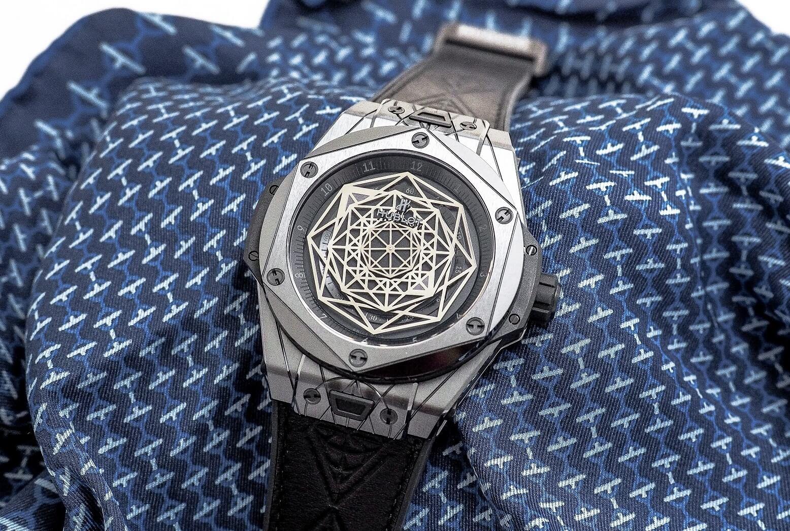 Hublot Big Bang Sang Bleu 415.CX.1114.VR.MXM17 Manual winding Ceramic Case Leather bracelet Men's watch/Unisex Leather bracelet Luminescent Hands Power Reserve Display