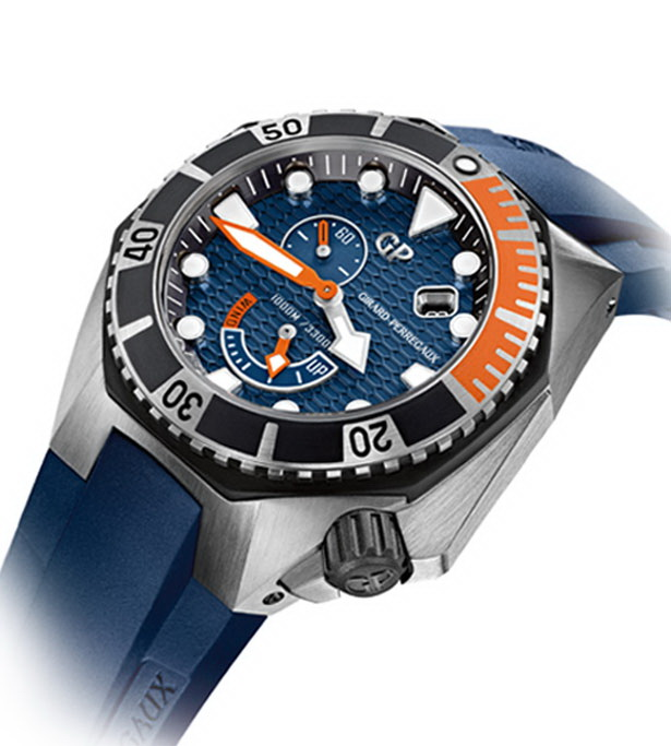 The cobalt blue of the dial and strap give the timepiece its nautical hue